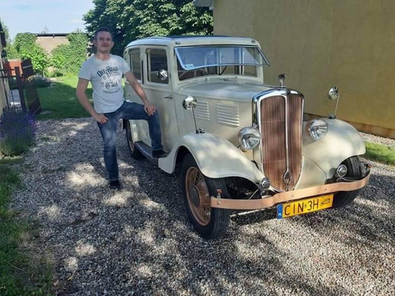 Łukasz Waszak z Inowrocławia jest od niedawna właścicielem niezwykłego auta. To piękny przedwojenny standard 12 z 1935 roku. Właściciel podkreśla, że