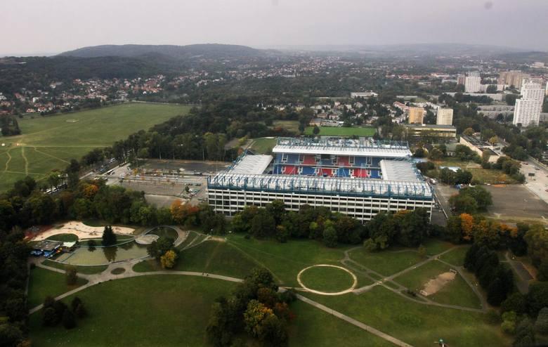 Trwają prace projektowe związane z nowym zagospodarowaniem otoczenia stadionu Wisły Kraków. Wokół obiektu powstaną m.in. parkingi i boisko treningow
