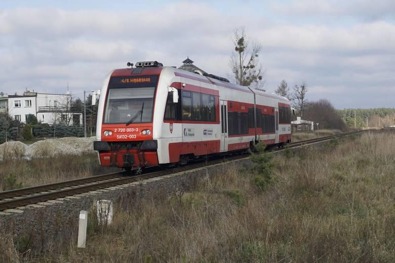 Kwestię wypłaty rekompensat z tytułu opóźnień pociągów reguluje art. 17 Rozporządzenia Parlamentu Europejskiego i Rady. Jak się okazuje rekompensaty z unijnego rozporządzenia są możliwe tylko w niektórych przypadkach, natomiast pasażerowie wszystkich rodzajów pociągów mogą dochodzić odszkodowań....