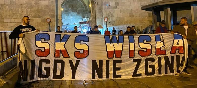 Na meczu piłkarskiej reprezentacji Polski z Izraelem są też kibice wspierający trzecioligową Wisłę Sandomierz. Na mecz Biało-Czerwonych w eliminacjach