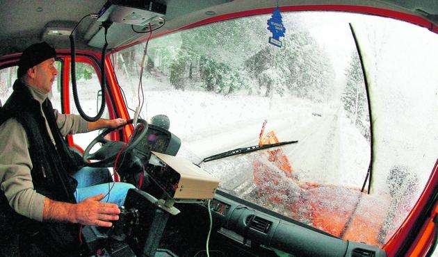 Wczoraj z zimą walczyli drogowcy w Karkonoszach (na zdjęciu). Lada dzień czeka to Wrocław