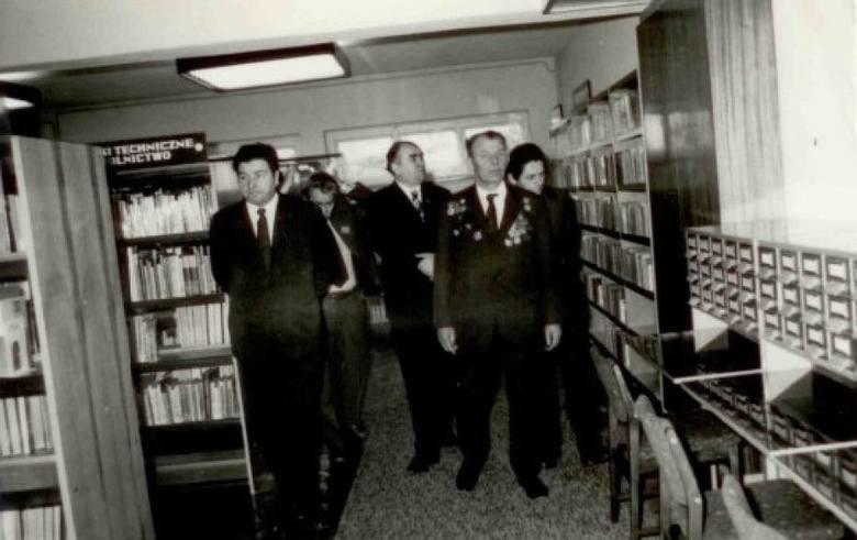 To właśnie mjr Aleksander Sidorowicz Pawłow dokonał otwarcia biblioteki w Krotoszynie w 1975 r. w 30. rocznicę wyzwolenia miasta spod okupacji niemieckiej.