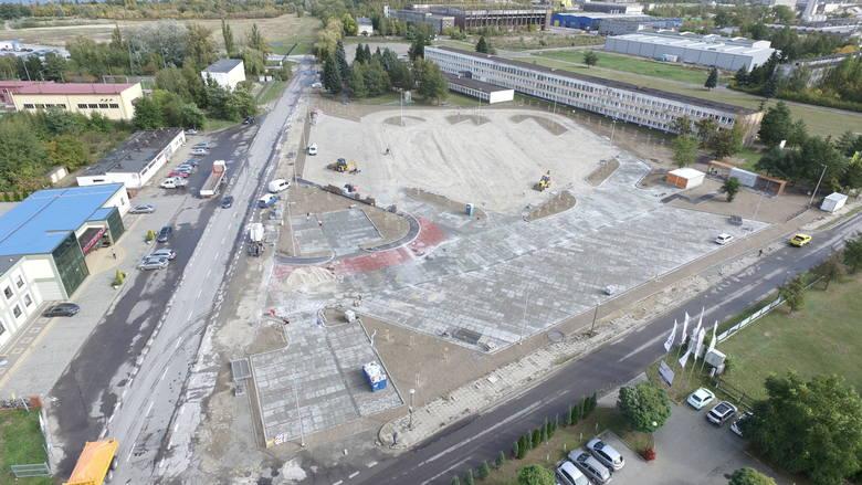 Wielki parking w Tarnobrzegu - Machowie już otwarty. Agencja Rozwoju Przemysłu zainwestowała ponad 4 miliony w poprawę warunków (ZDJĘCIA)