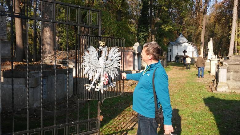 Bramę wjazdową na cmentarz w Kołomyi wciąż zdobi polski orzeł.  Musimy tutaj wrócić. Na tej nekropolii jeszcze wiele nagrobków wymaga oczyszczenia. <br /> <br /> <br />