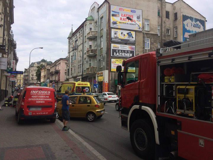 Na ulicy Mickiewicza w Przemyślu został potrącony rowerzysta - napisał do nas Czytelnik na alarm@nowiny24.pl. Podesłał też kilka zdjęć z wypadku.Do szpitala