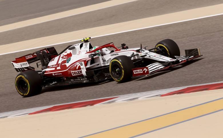 Testy Formuły 1, czyli Alfa Romeo śmiga, a w Mercedesach nawala skrzynia biegów