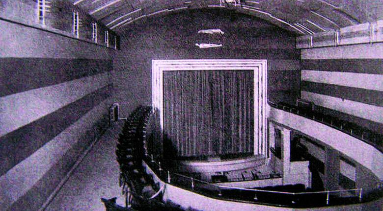 Budynek teatru po ostatniej przebudowie w 1928 r. Taki wygląd zachował aż do tragicznego w skutkach oblężenia miasta w 1945 roku.