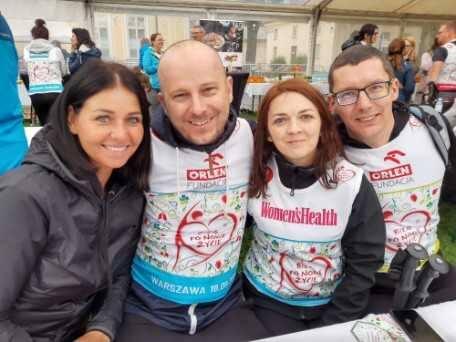 Agnieszka Chrzanowska i Adrian Bartosik (z prawej) oraz Justyna i Daniel Burniak spotkali się pierwszy raz cztery lata temu. Ich losy skrzyżowały się na sali operacyjnej. Od przeszczepu krzyżowego minęły cztery lata, a oni zdążyli się zaprzyjaźnić. 18 września tego roku wystartowali wspólnie w...