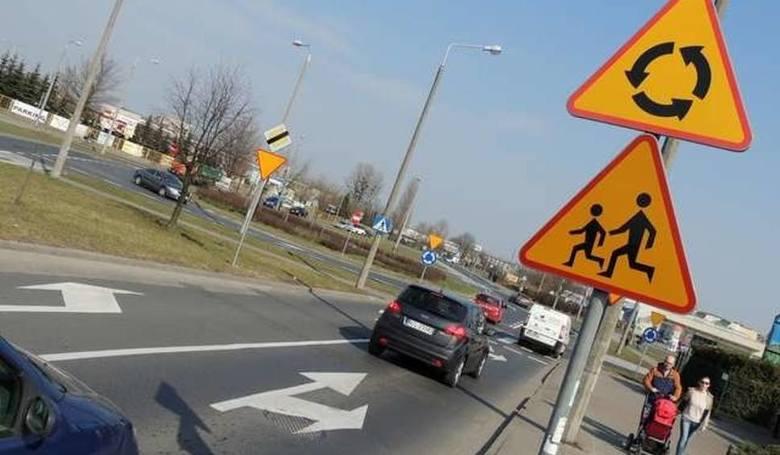 W poniedziałek (04.03) rano ruszyła budowa nowego wjazdu do toruńskiej zajezdni autobusowej od strony ulicy Wielki Rów. Są utrudnienia w ruchu pieszych,