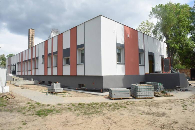 Termomodernizacja Szkoły Podstawowej nr 1 w Sulechowie. Obiekty pięknieją z dnia na dzień. Najważniejsze, że będzie teraz wygodniej, oszczędniej i bardziej