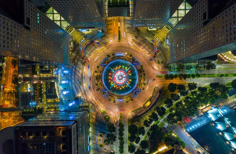 Fountain of Wealth, SingapurFontanna bogactwa w 1998 roku została umieszczona w Księdze Rekordów Guinnessa jako największa fontanna na świecie. Znajduje