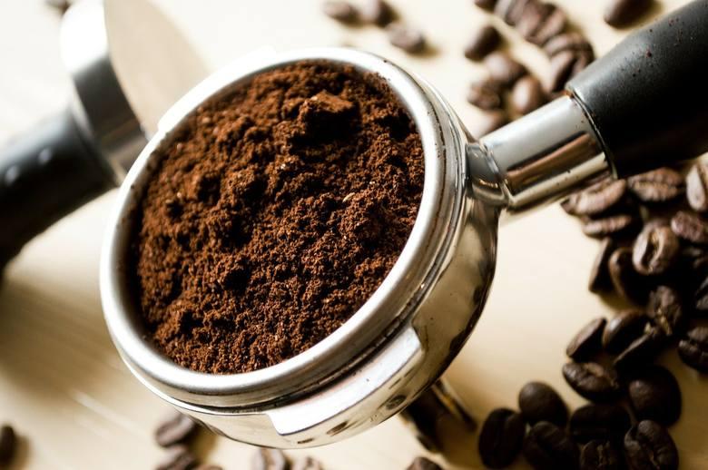 WYSOKIE CIŚNIENIE KRWIOsoby z wysokim ciśnieniem krwi (nadciśnieniem) jak najszybciej powinny przestać pić kawę i skonsultować jej spożycie z lekarzem,