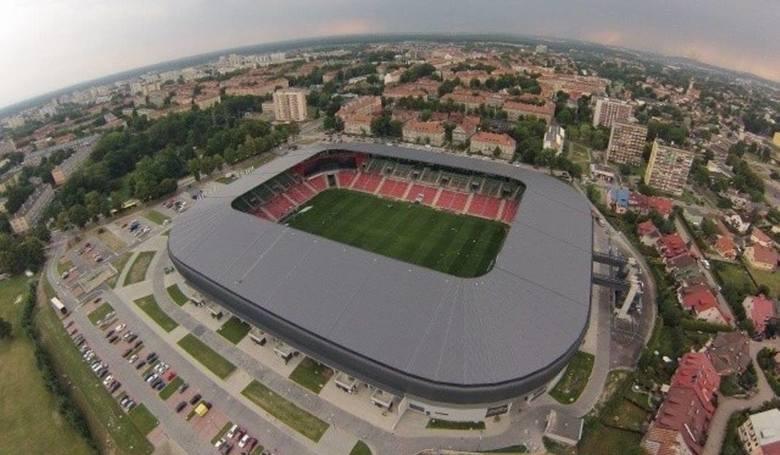 TOP 10 stadionów w I i II lidze. Kto gra na najładniejszym? [ZDJĘCIA]