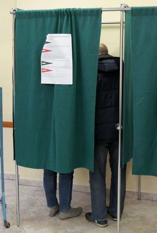 Mieszkańcy Szczecina do wyborczych urn wybrali się z rodzinami [zdjęcia]