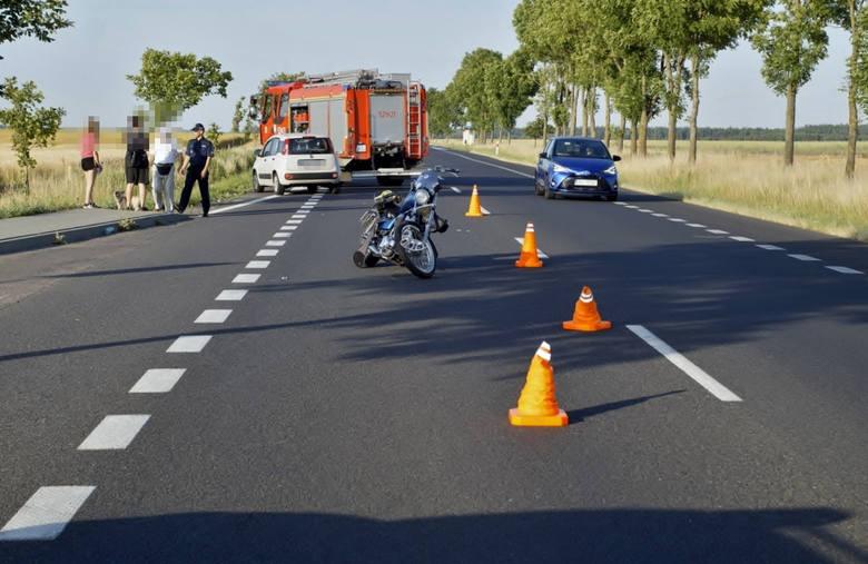 Dzisiaj (30 czerwca) kilka minut po godz. 19. między miejscowościami Noskowo a Warszkowo doszło do wypadku z udziałem motocyklisty i samochodu osobowego.