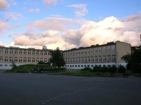 X Liceum Dwujęzyczne Gdańsk znalazło się na 10. miejscu w TOP 10 najlepszych liceów w Gdańsku. Placówka ta uzyskała 51,09 pkt na 100 możliwych.