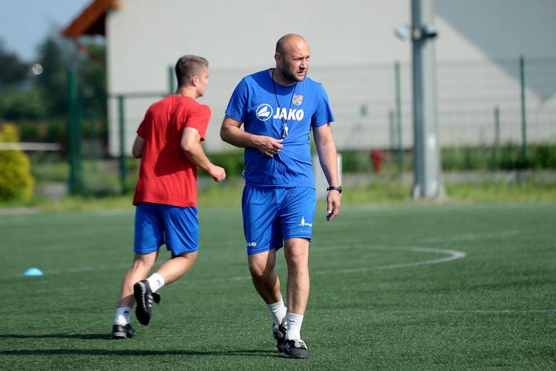 Tomasz Copik przez wiele lat reprezentował barwy Odry Opole jako piłkarz. Teraz jest w klubie trenerem drużyny juniorów.