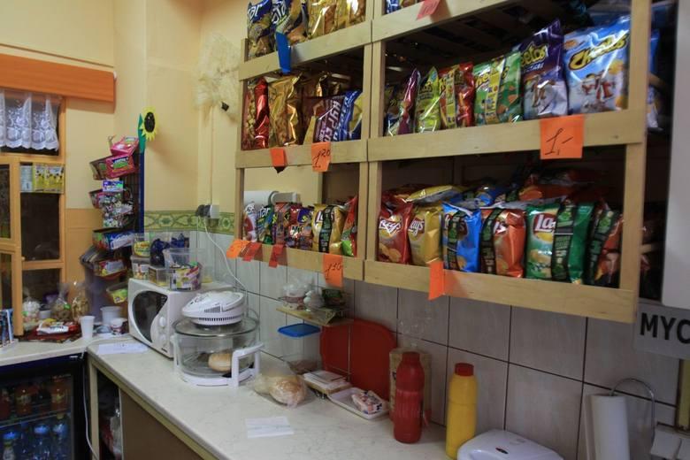 Właściciel: Jeżeli nie będziemy mogli sprzedawać batonów, czekolad i wafli, to nie ma szans na utrzymanie sklepiku