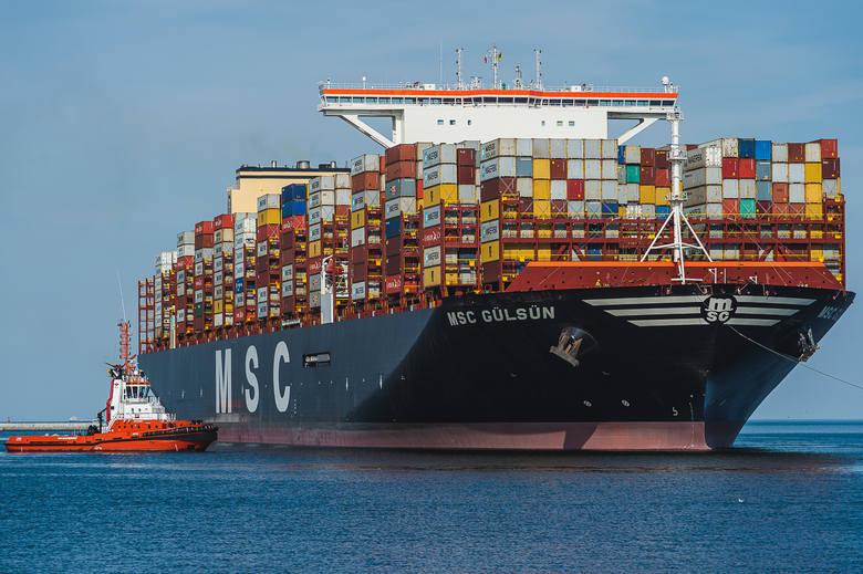 Największy na świecie kontenerowiec MSC Gulsun o pojemności 23,756 kontenerów 20 stopowych w swoim dziewiczym rejsie wpłynął do terminalu DCT Gdańsk