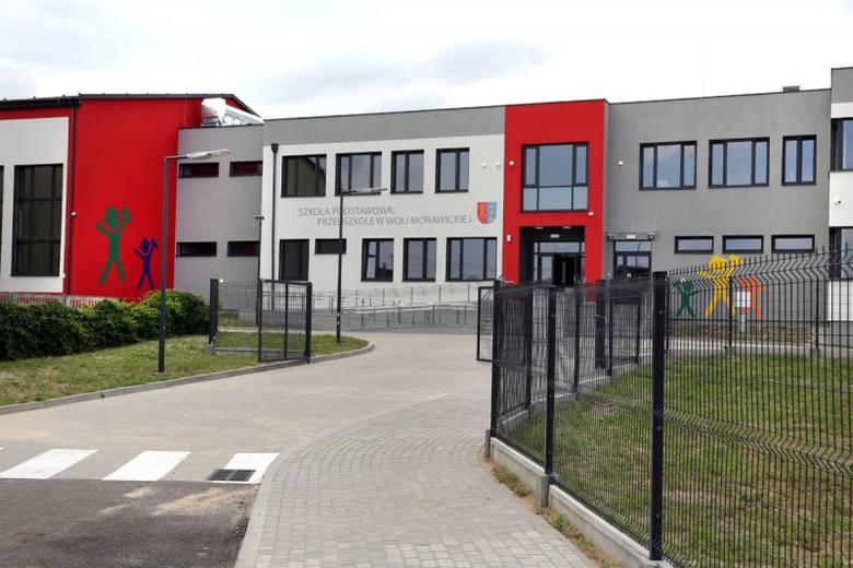 Szkoła za blisko 10 milionów stanęła w Woli Morawickiej. Starą trzeba wyburzyć pod budowę obwodnicy [ZDJĘCIA]