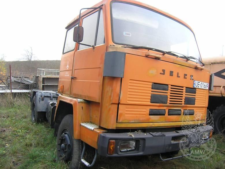 Ciągnik siodłowy JELCZ 417DIlość:1NR fabryczny:2513Rok produkcji:1988Cena:3 500