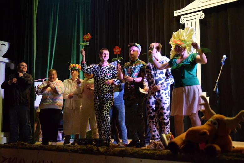 Organizatorem Przeglądu Małych Form Teatralnych jest od początku Środowiskowy Dom Samopomocy Caritas Archidiecezji Białostockiej.
