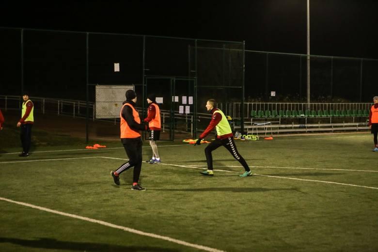 Piłkarze czwartoligowego Spartakusa Daleszyce wznowili treningi po urlopowej przerwie i rozpoczęli przygotowania do rundy wiosennej. Do zespołu prowadzonego