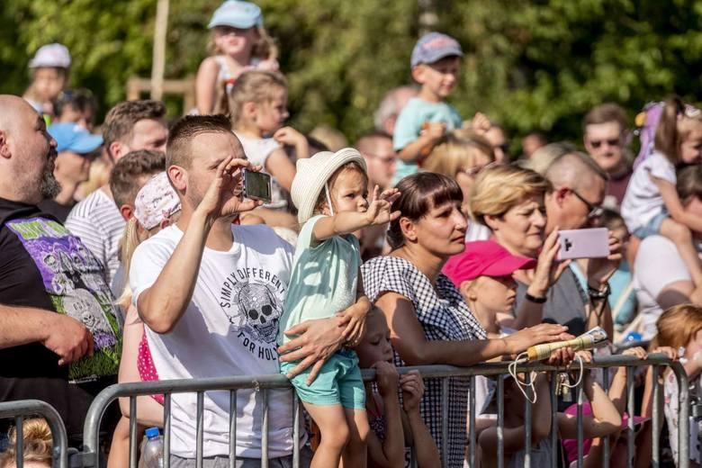 Niedziela to drugi dzień festiwalu LuxFest, który odbywa się w ramach cyklu #NaFalach. Bezpłatny koncert Arki Noego przyciągnął tłumy, na którym świetnie