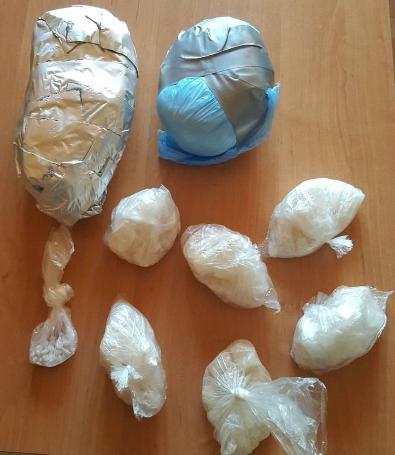 Do jednego z zatrzymań doszło w sierpniu 2016 roku w Strzelcach Opolskich. Policjanci zabezpieczyli wówczas m.in. ponad trzy kilogramy narkotyków.