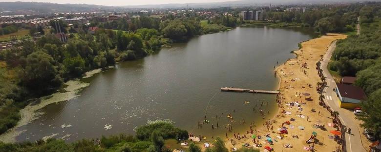 Miejskie Kąpielisko Żwirownia przy ul. Kwiatkowskiego w RzeszowieŻwirownia to nie tylko miejsce na odpoczynek na piaszczystej plaży, ale także idealne