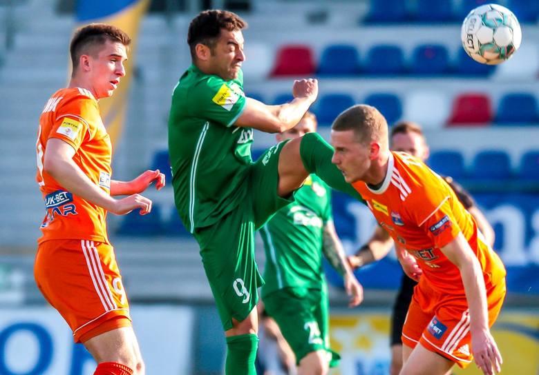 W zaległym meczu 24 kolejki Fortuna 1 Liga, Radomiak Radom przegrał 0:1 z liderem tabeli Bruk-Bet Termaliką Nieciecza. Jedyna bramka padła w 33 minucie