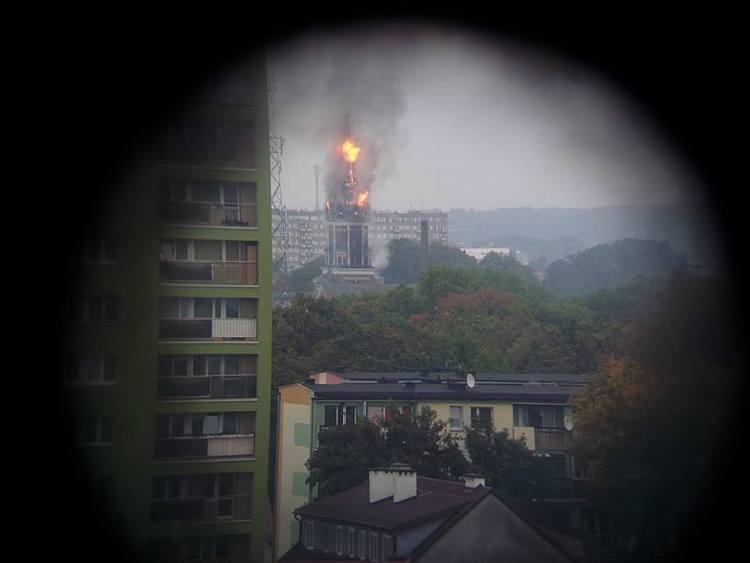 Jeden z Internautów był na ulicy Warszawskiej w momencie, kiedy dopiero przyjechał pierwszy wóz bojowy straży pożarnej.