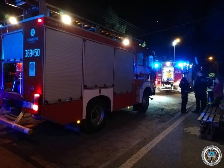 Nowogród. Spłonęła przyczepa kempingowa. Mężczyzna trafił do szpitala