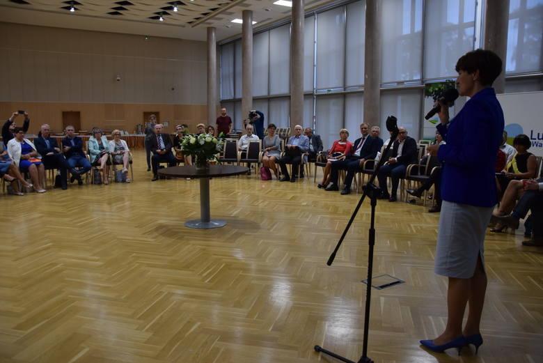 Zielona Góra, 19 sierpnia 2019. Debata na temat przyszłości oświaty przy okrągłym stole.