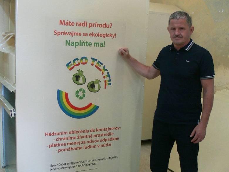 Zagraniczna ekspansja firmy ze Świętokrzyskiego!Leszek Wojteczek prezentuje jeden z pojemników na odzież Wtórpolu. Na Słowacji ustawiono ich już trzy