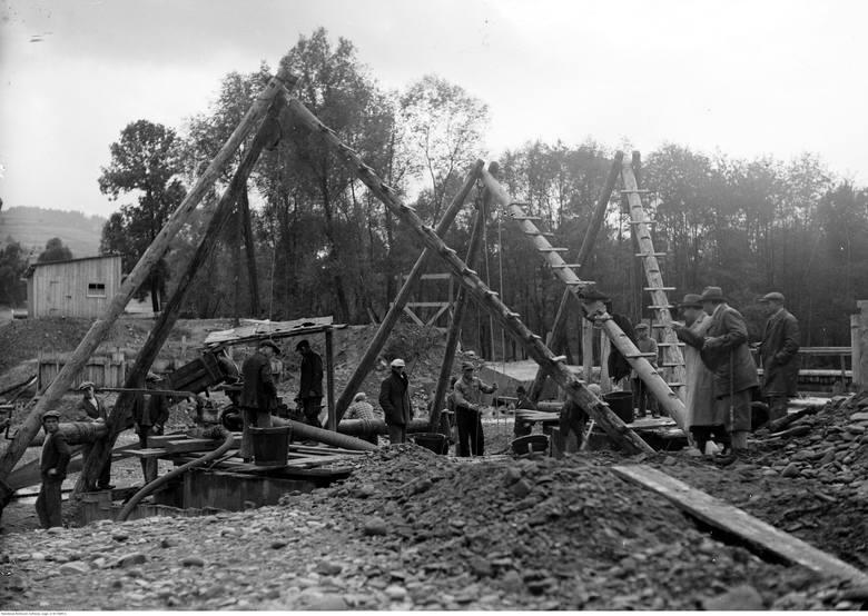 We wrześniu 1939 roku, kiedy wybuchła wojna, w Chabówce trwały prace przy wiadukcie nad trasą kolejową. Inżynier nadzorujący pracę rozdał wszystkim robotnikom