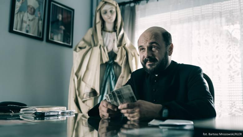 """""""Kler"""" budzi kontrowersje. Czy polski Kościół oczyści się w końcu z pedofilów w sutannach?"""
