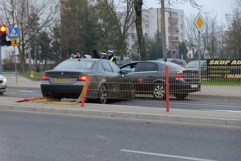 Na szczęście ani kierowcy BMW, ani policjantowi z opla vectra nic się nie stało i całe zdarzenie zakwalifikowano jako kolizję.