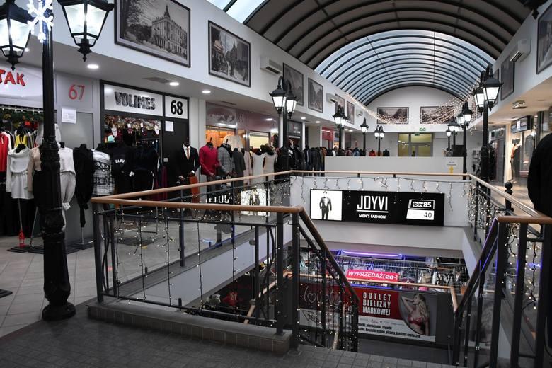 Kupcy z Galerii Platy w Kielcach znaleźli się w dramatycznej sytuacji. Twierdzą, że miasto nie chce im pomóc. jest mocna odpowiedź [WIDEO]