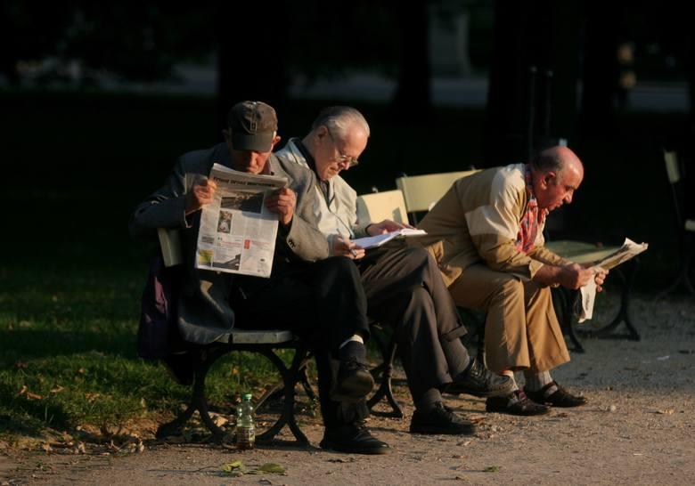 Znamy terminy wypłat trzynastej i czternastej emerytury! Za kilka dni w Sejmie będzie pierwsze czytanie projektu ustawy ws. wypłaty czternastej emerytury.