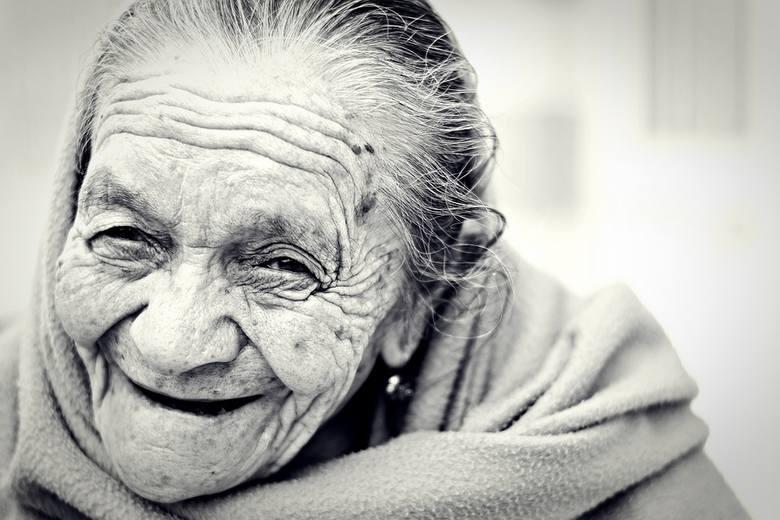 W województwie Podlaskim kobiety żyją średnio 82,9 lat, a mężczyźni 74,2 lata.