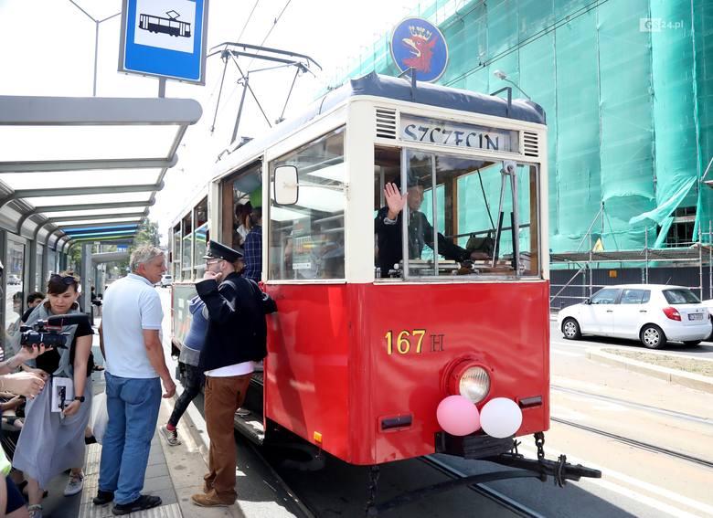 Nietypowy tramwaj na ulicach Szczecina. Wzbudził spore zainteresowanie [ZDJĘCIA, WIDEO]