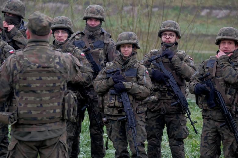 W sobotę nad Sanem w Przemyślu, 80 żołnierzy obrony terytorialnej 34 Batalionu Lekkiej Piechoty w Jarosławiu, odbyło szkolenie rotacyjne. Ćwiczenia obejmowały