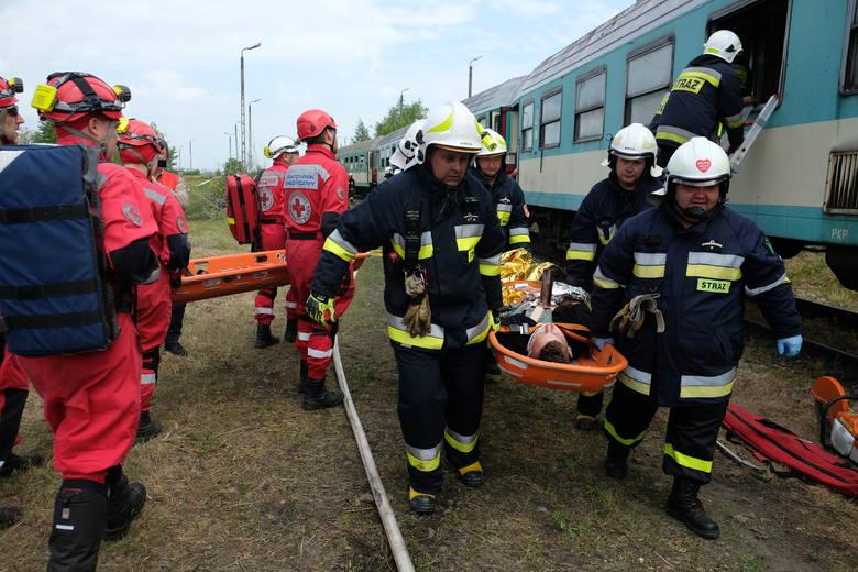 W piątek na bocznicy kolejowej w Żurawicy pod Przemyślem, odbyły się ćwiczenia ratowników Polskiego Czerwonego Krzyża i strażaków z OSP włączonych do