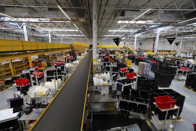 Amazon część rekrutacji potrzebnej do rozruchu centrum już ma za sobą, ale rekrutuje dalej. Cel to zatrudnienie ponad tysiąca osób, głównie do pracy