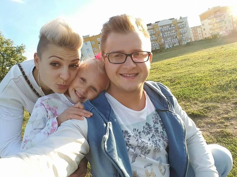 Magdalena Narożna (Piękni i Młodzi) z mężem DawidemFani wzdychają do wielu z nich. Na ich nieszczęście, gwiazdy disco polo z podlaskiego i Polski już