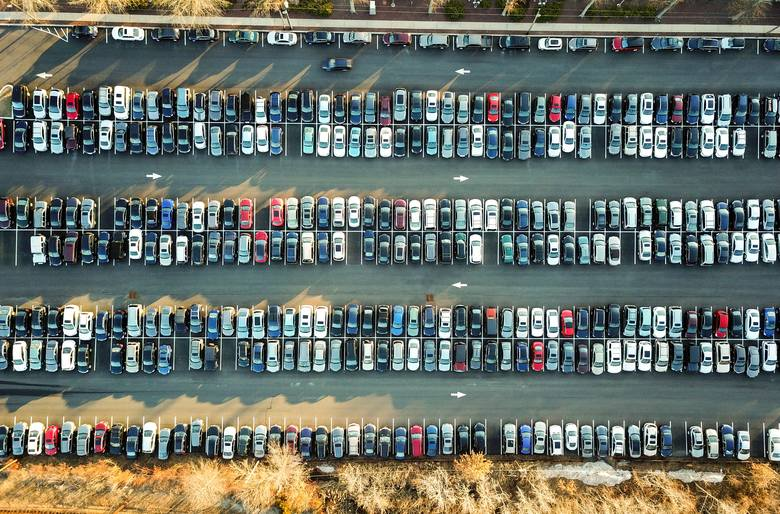 Gdzie kradną samochody najczęściej, a gdzie najrzadziej w Polsce? Niestety nie ma regionu w kraju, gdzie w ogóle nie dochodzi do kradzieży samochodów,