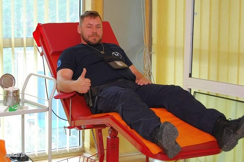 Policjanci z XXXII. zmiany Jednostki Specjalnej Polskiej Policji w Kosowie oddali krew dla Oddziału Transfuzjologii Szpitala Klinicznego w Północnej