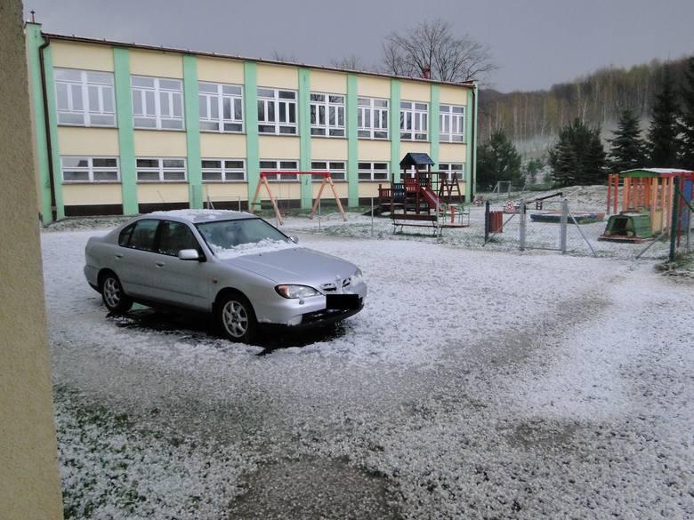 Około godziny 18 nad Borkiem Starym przeszła gwałtowna burza z gradem. W załączeniu przesyłam zdjęcia - napisał na alarm@nowiny24.pl internauta podpisujący