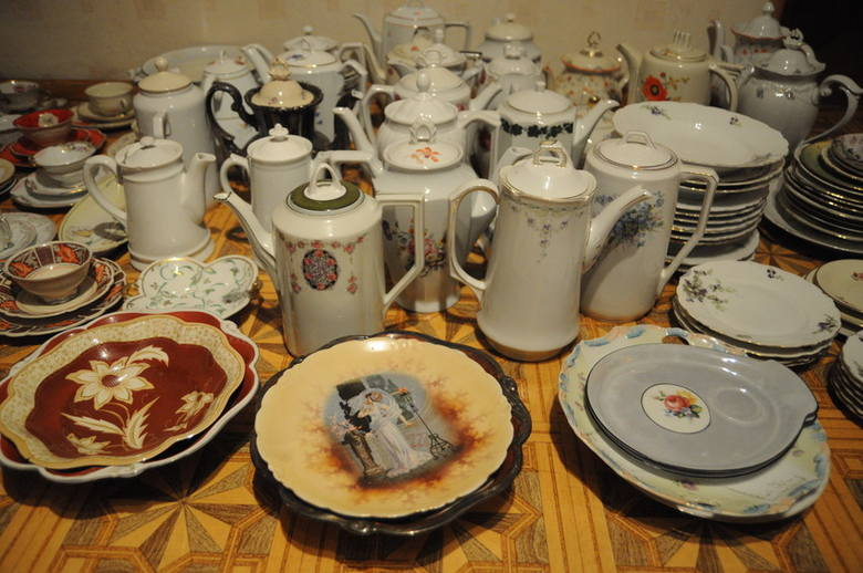 Pasja Ryszarda Wittke zaczęła się osiem lat temu.  Miłość do porcelany odziedziczył po dziadkach, którzy w tułowickiej fabryce pracowali. W ciągu tego